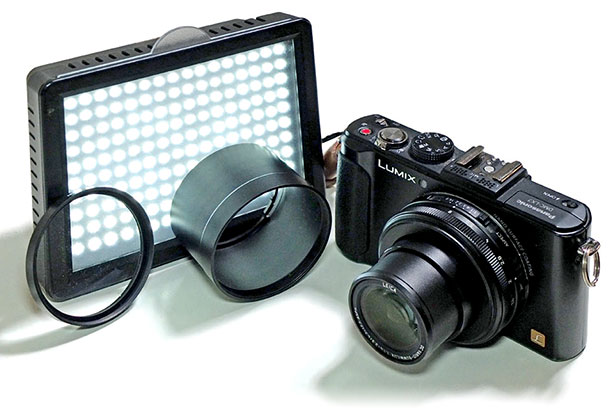 +2 close-up lense, an LED light, an adapter tube and a 10MP compact camera.