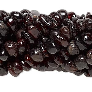 bead, garnet (natural), medium chip, mohs hardness 7 to 7-1/2. sold per pkg of (10) 15-inch strands.