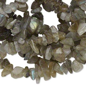 bead, labradorite (natural), medium chip, mohs hardness 6 to 6-1/2. sold per 34-inch strand.