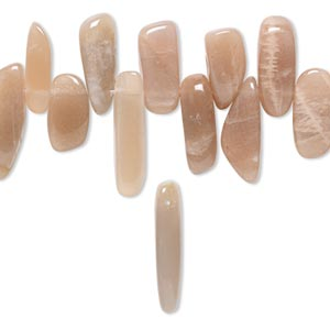 bead, peach moonstone (natural), extra-large hawaiian chip, mohs hardness 6 to 6-1/2. sold per 16-inch strand.