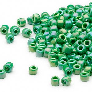 seed bead, dyna-mites™, glass, opaque rainbow emerald green, #6 round. sold per 1/2 kilogram pkg.