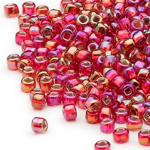 seed bead, dyna-mites™, glass, silver-lined translucent rainbow ruby red, #6 round with square hole. sold per 40-gram pkg.