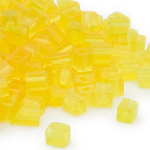 seed bead, miyuki, glass, transparent frosted yellow, (sb136f), 3.5-3.7mm square. sold per 25-gram pkg.