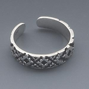 toe ring, antiqued sterling silver, 4mm wide with geometric pattern, adjustable. sold individually.
